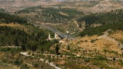 Highway 1 stretches about 66 kilometers between Jerusalem and Tel Aviv. Photo via www.shutterstock.com