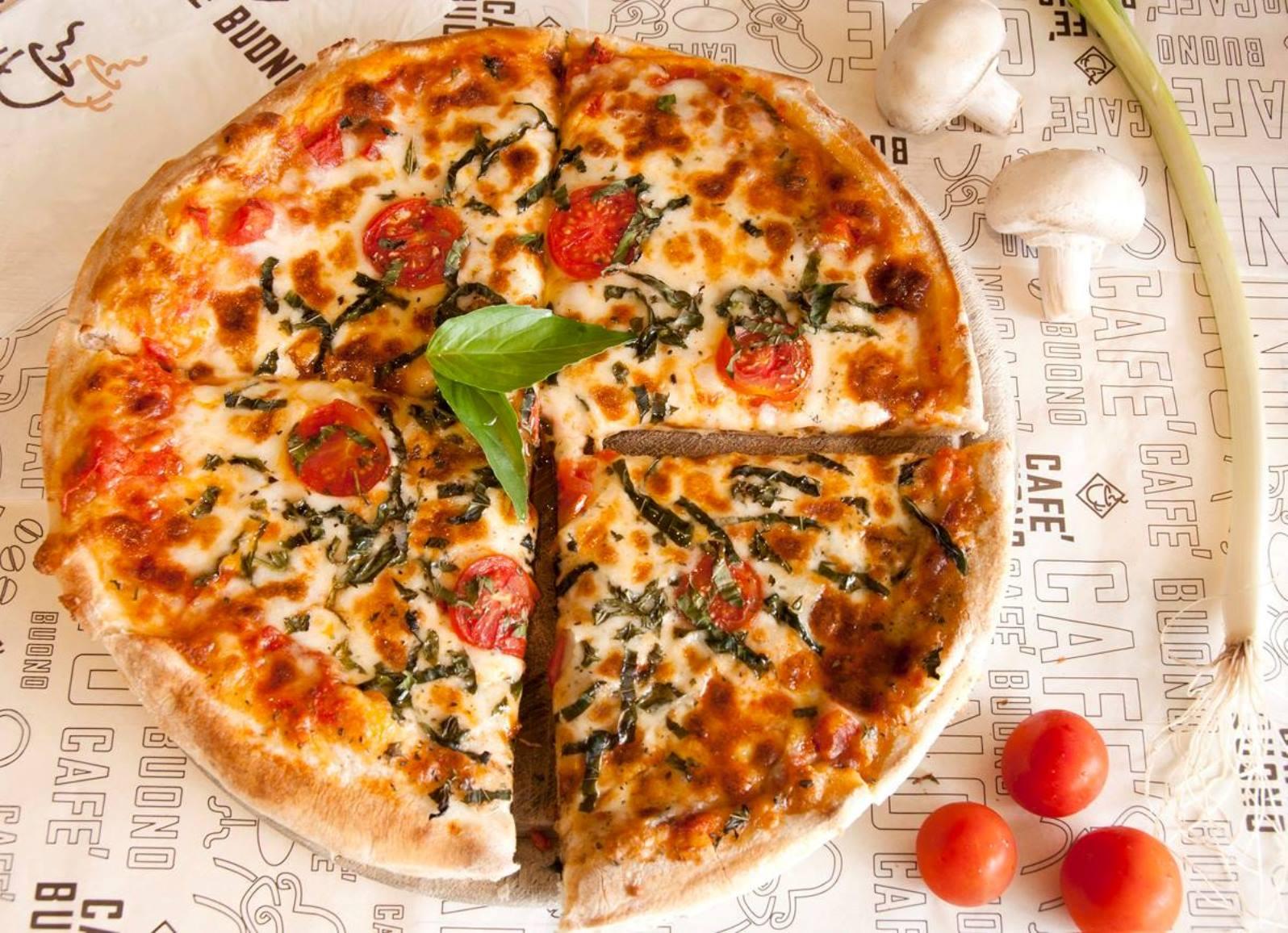Pizza at Café Buono in Kadima. Photo by Rosie Niv