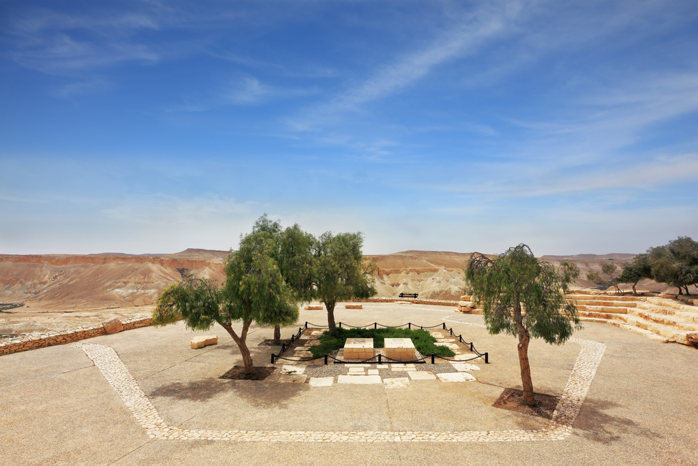 A short, lovely hike begins at the graveyard of David Ben-Gurion. Photo by www.shutterstock.com