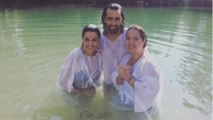 Adamari López, Toni Costa and Maite Perroni at the Jordan River. Photo from instagram