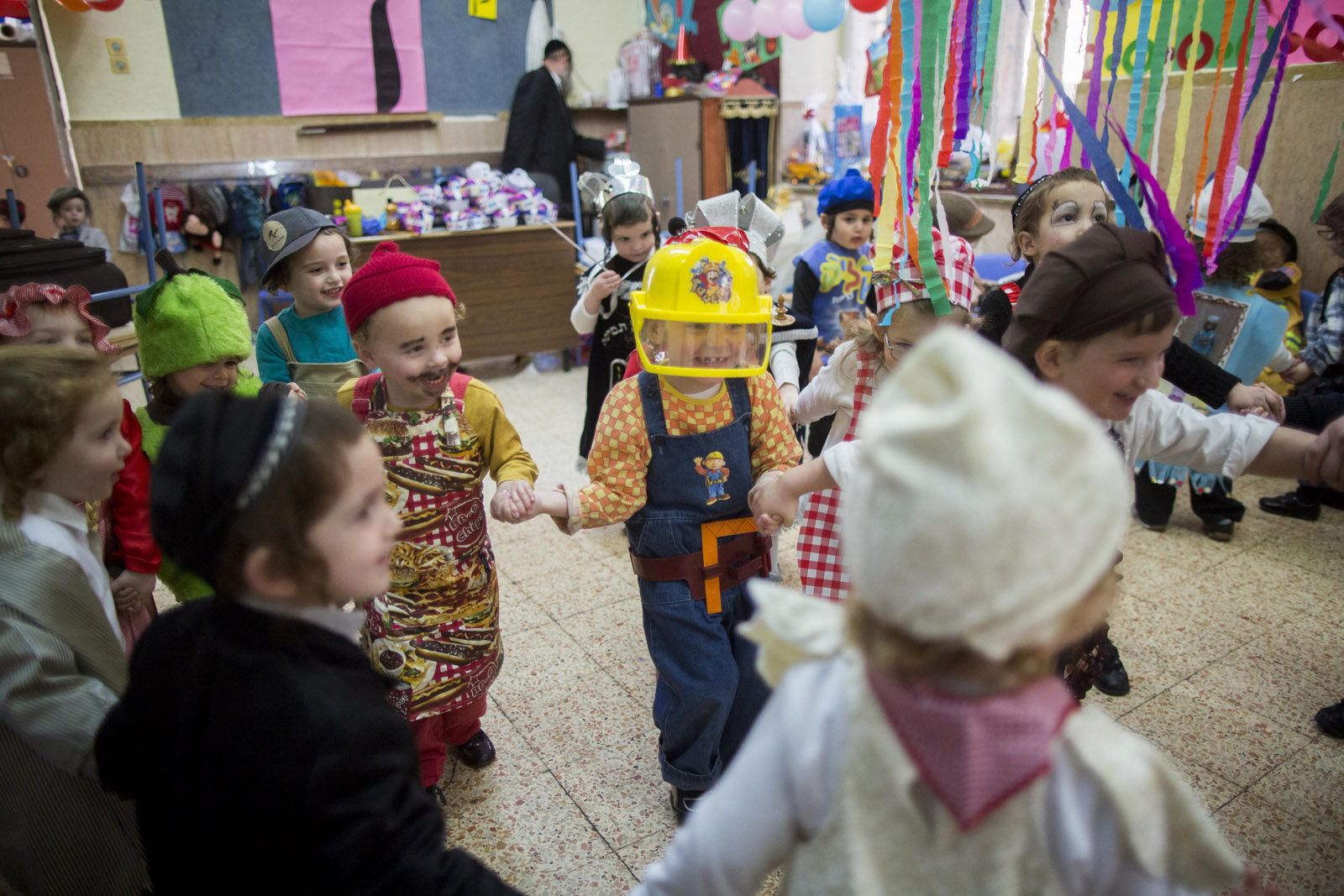 Kindergarten children dressed up for Purim. Photo by Yonatan Sindel/FLASH90