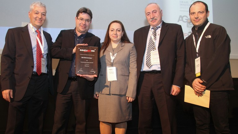 Vigor Medical cofounders Irina Kavounovski and Igor Vaysbeyn receiving the iNNOVEX Disrupt award from Minister of Science, Technology and Space Ofir Akunis on Feb. 3, 2016. Photo: courtesy