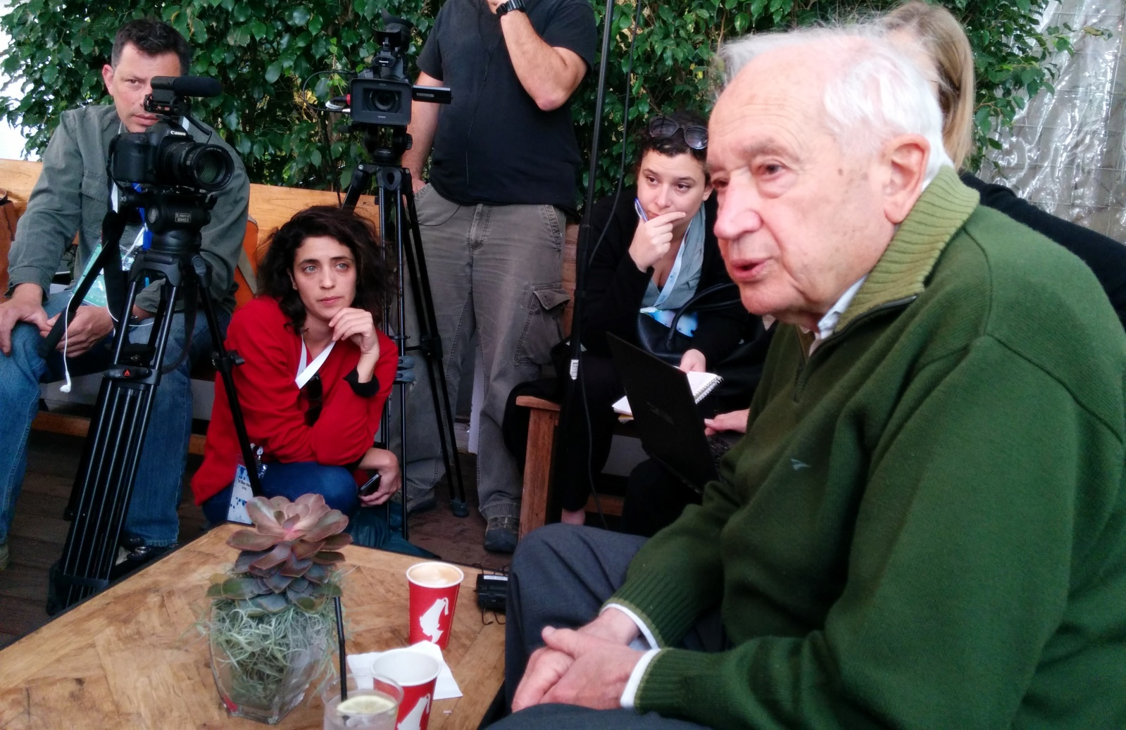 Prof. Raphael Mechoulam, right, a worldwide authority on medical cannabis, speaks to the press at Canna Tech 2016. Photo by Viva Sarah Press