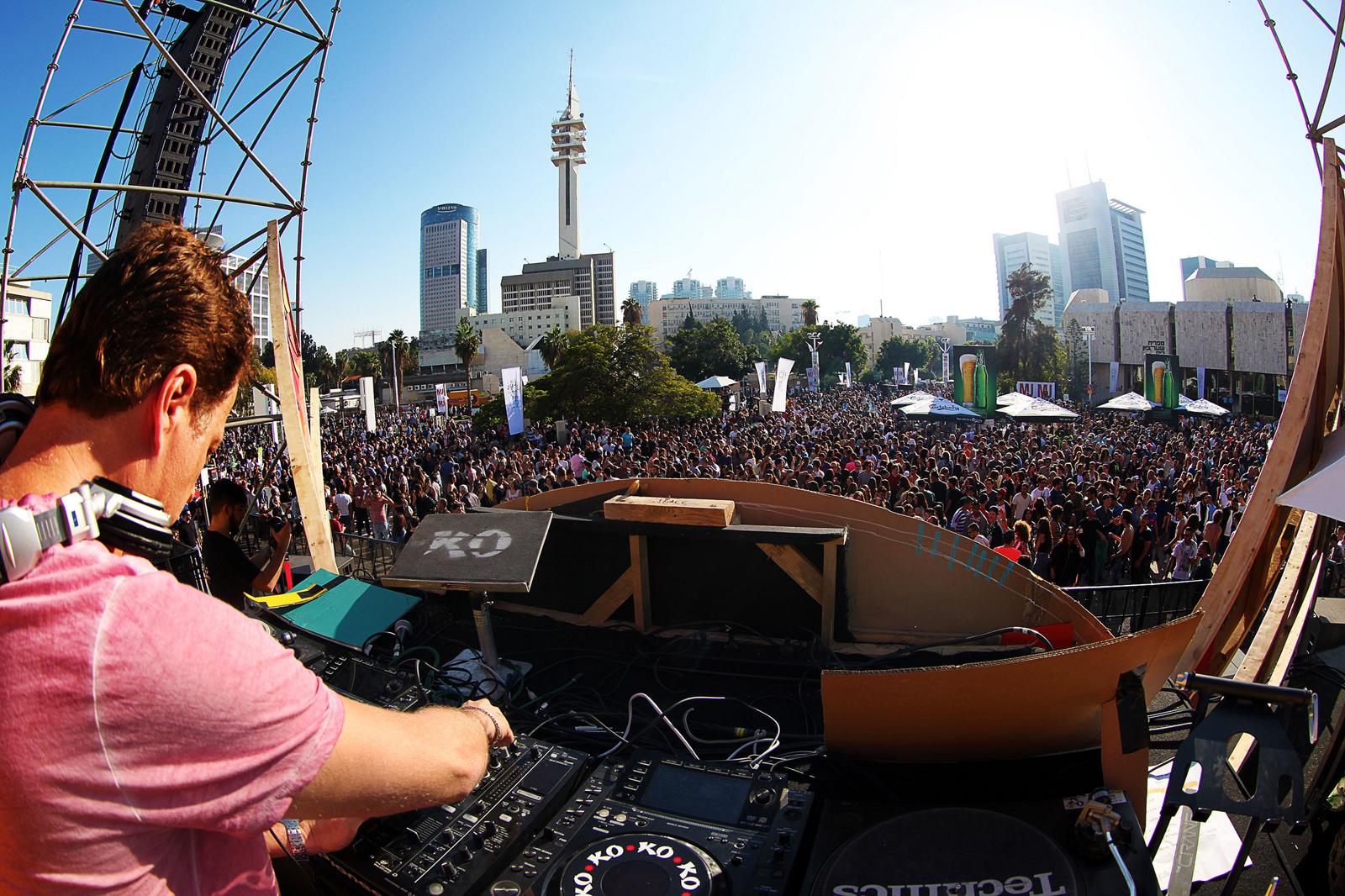 Tel Aviv street party. Photo by Guy Yechiely