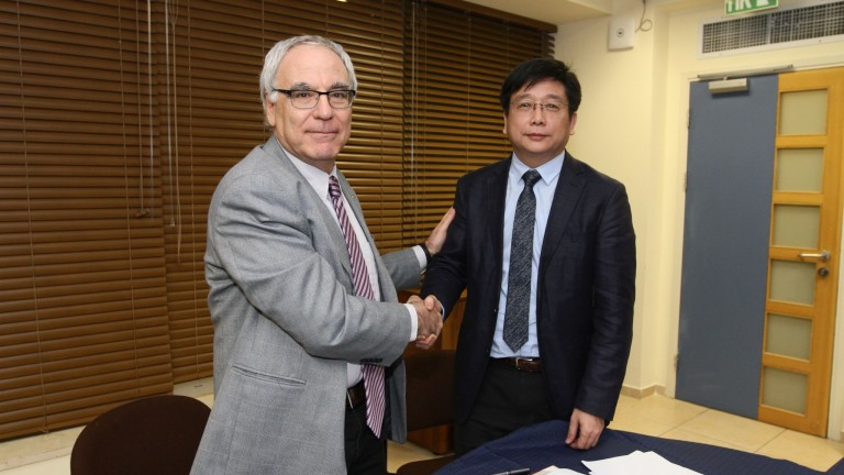 ECNU President Chen Qun and University of Haifa Rector Prof. David Faraggi sign agreement to open Shanghai-Haifa Research Center in China. Photo by University of Haifa
