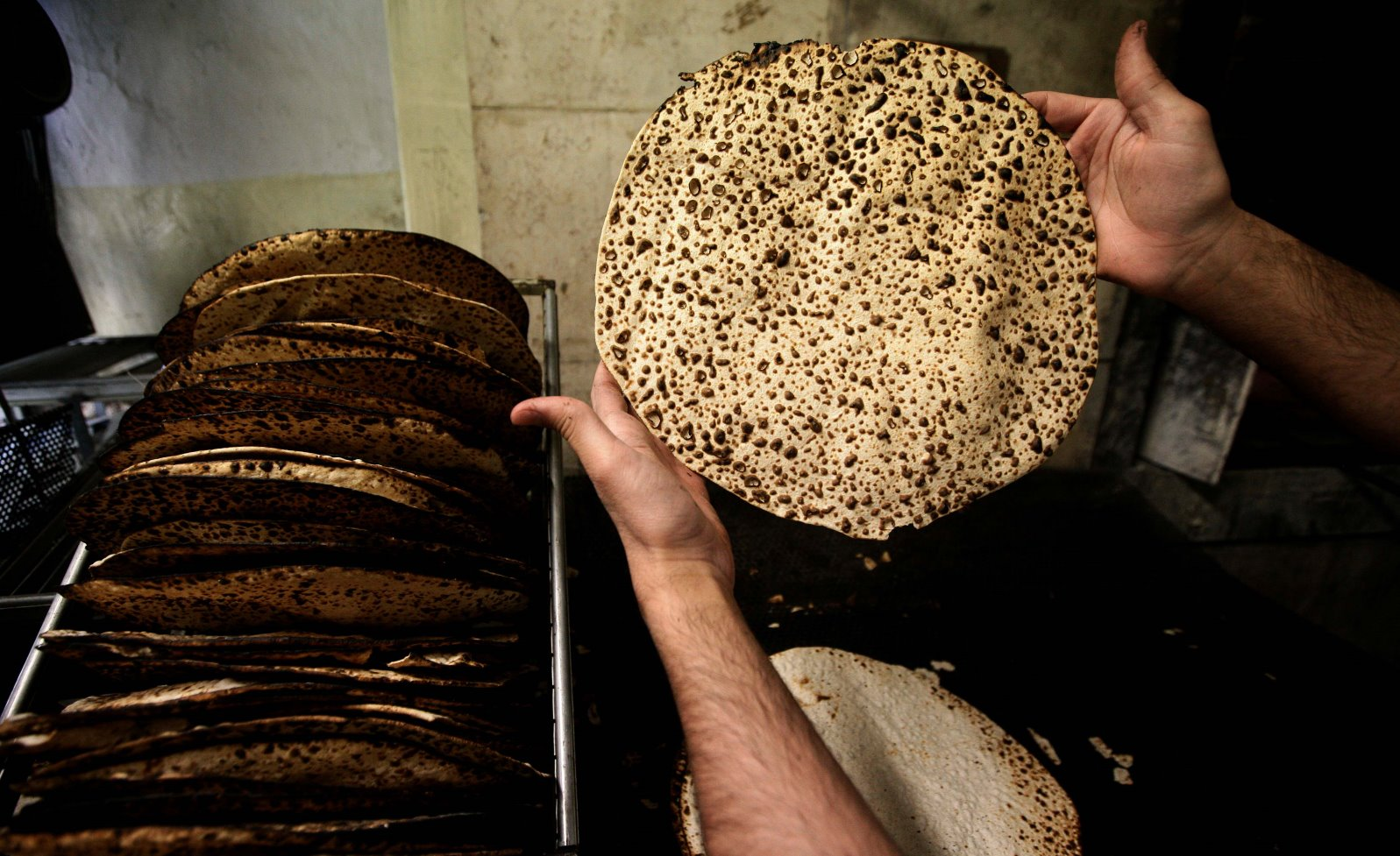 Handmade shmura matzah in Jerusalem. Photo by Abir Sultan/FLASH90