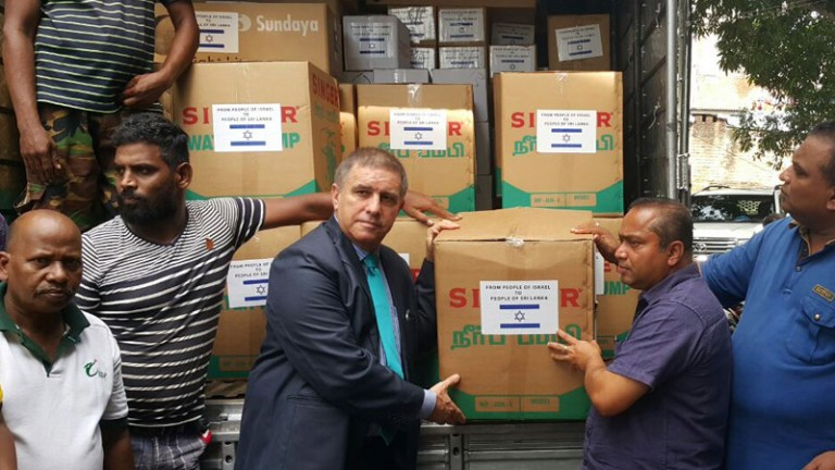 Ambassador of Israel to Sri Lanka Daniel Carmon presenting a shipment to the Sri Lankan authorities. Photo via MFA