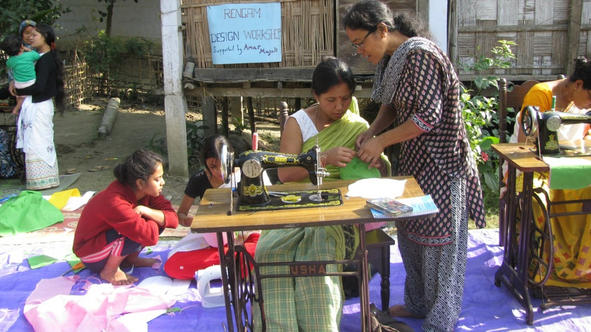 Women working on projects in the Rengam weaving cooperative. Photo courtesy of Gili Navon