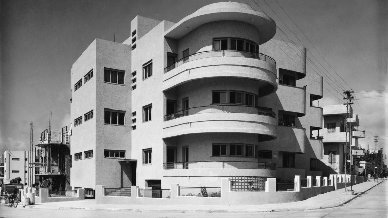 This classic Bauhaus building at 65 Hovavei Tzion Street in Tel Aviv was built in 1935 by Pinchas Hit (Philip Huett). Photo from the Kalter Collection