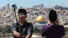 An Indonesian tourist takes a selfie in Jerusalem. Photo by Nati Shohat/FLASH90