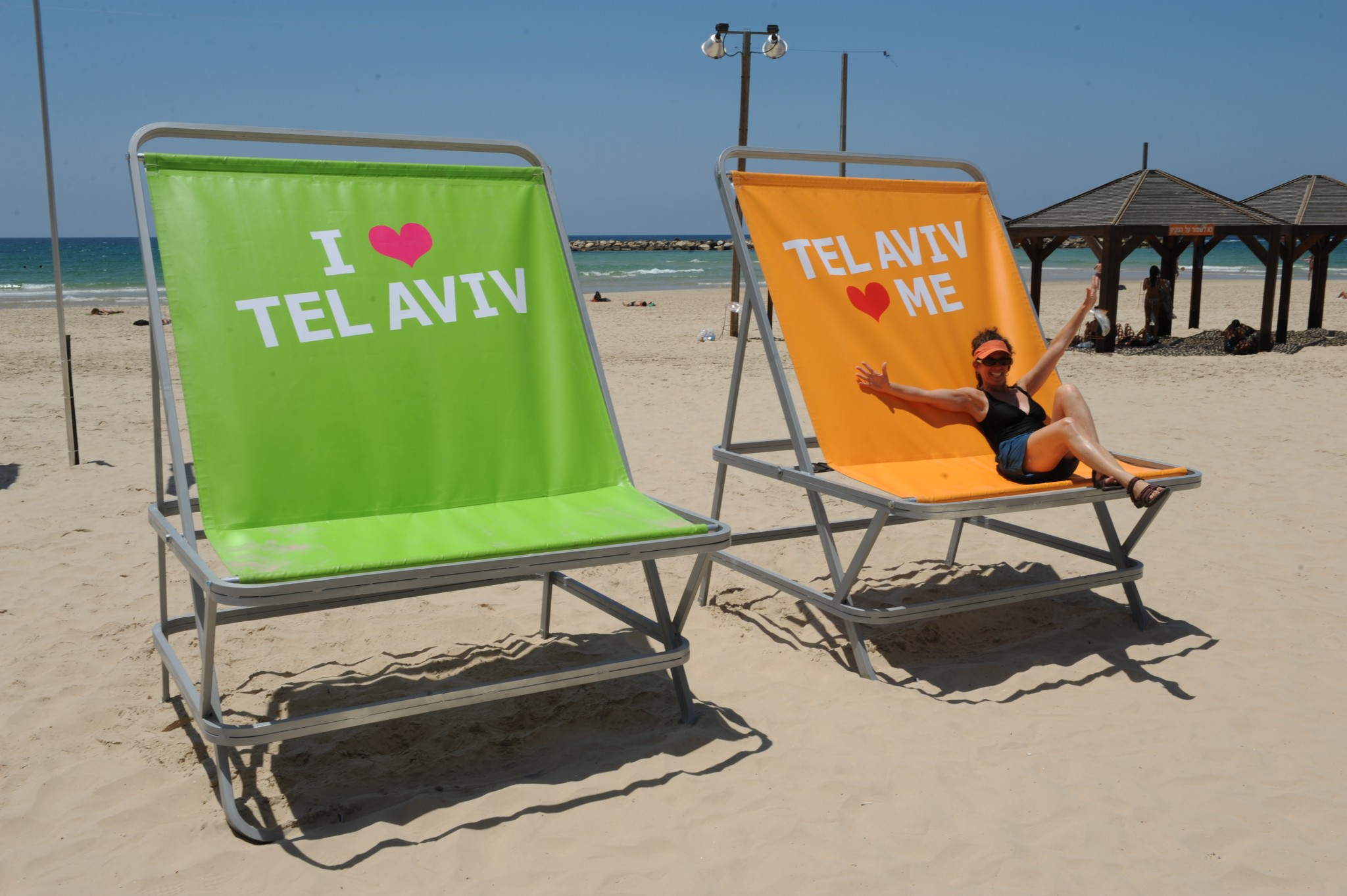 There are two giant chairs at Gordon Beach just waiting for beach-goers to sit for selfies. Photo by Kfir Sivan