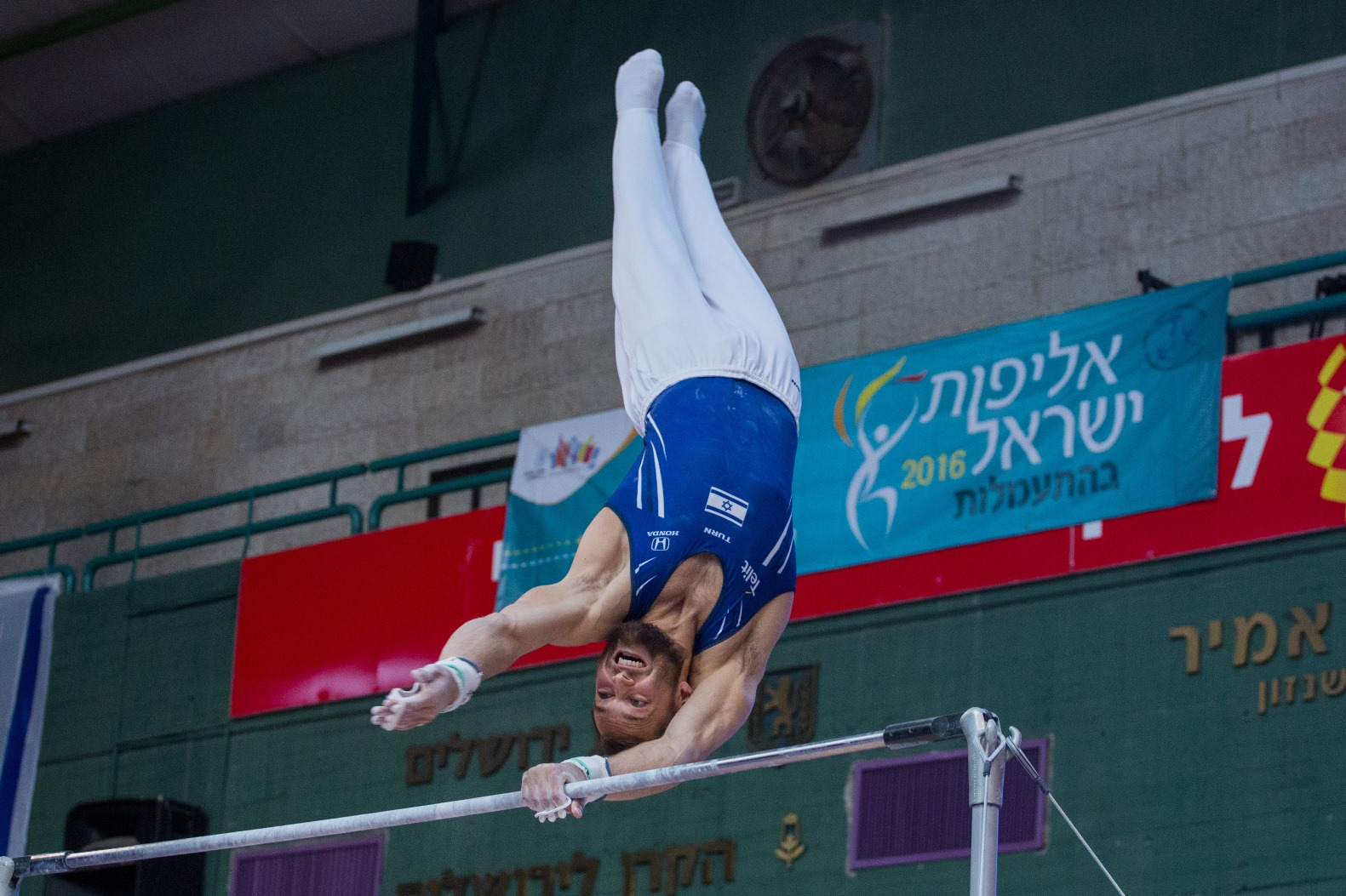 Alex Shatilov performing on the high bar during the Israel gymnastics championship in Jerusalem, April 6, 2016. Photo by Yonatan Sindel/FLASH90