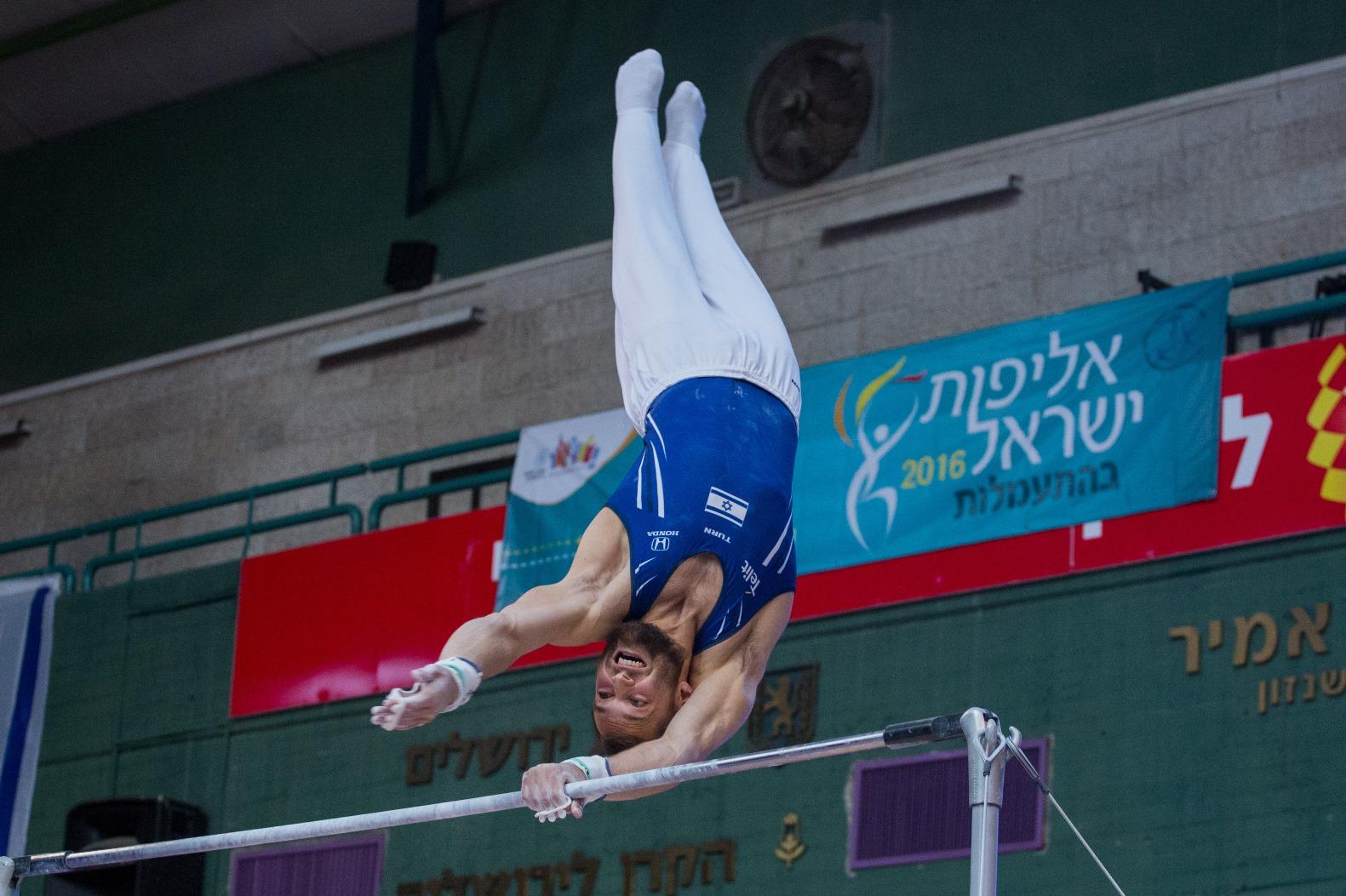 Alex Shatilov performing on the high bar during the Israel gymnastics championship in Jerusalem, April 6, 2016. Photo by Yonatan Sindel/FLASH90