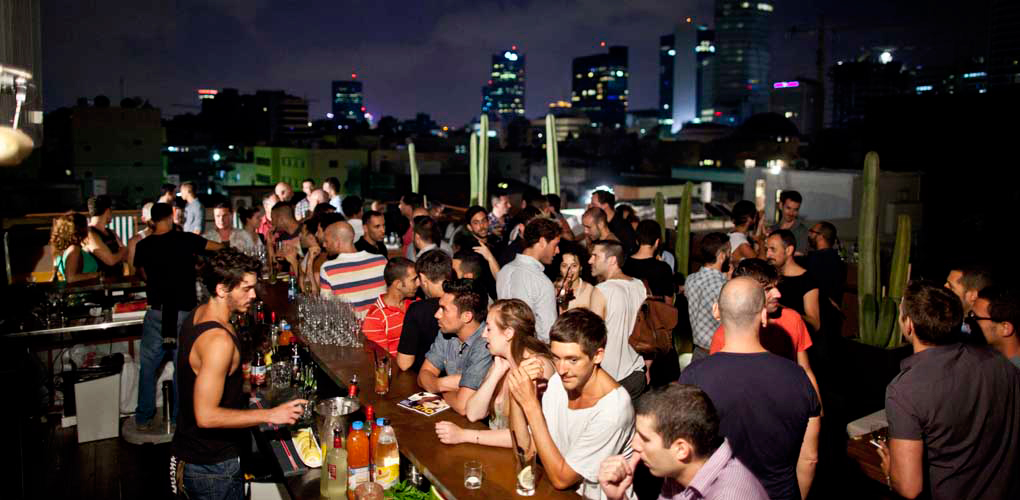 Rooftop bar at the Brown Tel Aviv. Photo via Hg2.com