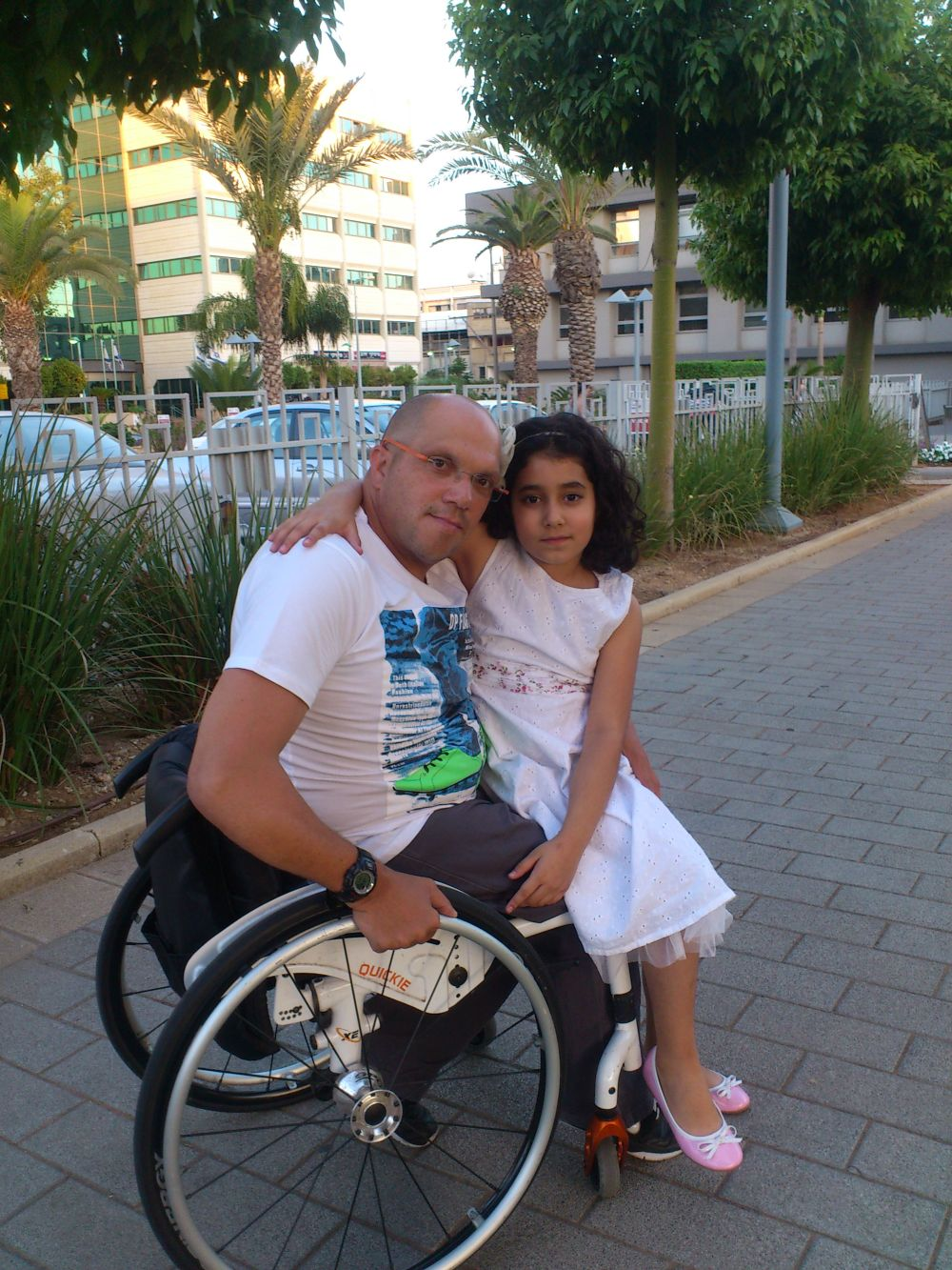 Shraga Weinberg and his daughter. Photo: courtesy