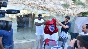 Amar'e Stoudemire and Omri Casspi at the ambucycle dedication in Jerusalem on August 5. Photo courtesy of CharityBids