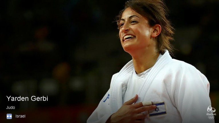 Yarden Gerbi proudly points to Israeli flag on her uniform upon winning her match. Photo via Rio2016