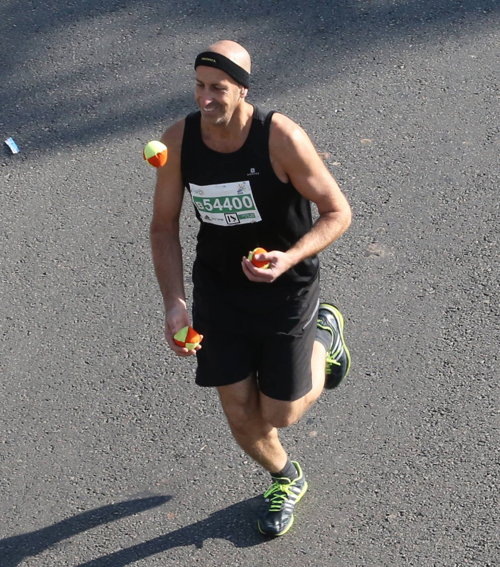 Shahar Cohen joggling in the 2014 Tel Aviv Marathon. Photo via Facebook