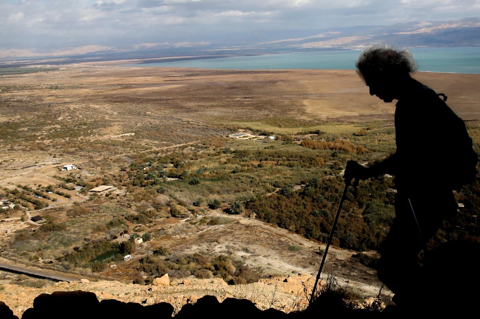 A hiker above Ein Feshkha (Einot Tzukim) in the Dead Sea region. Photo by Yossi Zamir/FLASH90
