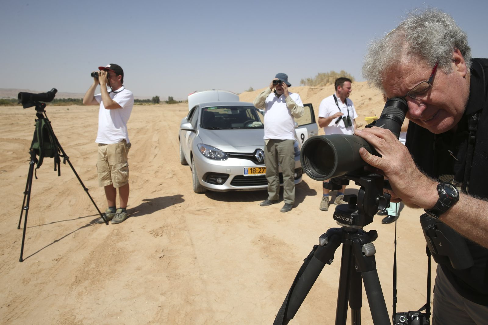 Prof. Yossi Leshem, right, director of the International Center for the Study of Bird Migration at Latrun during a 24-hour bird-spotting competition in Eilat in 2014. More than 100 birdwatchers from around the world participated. Photo by Nati Shohat/FLASH90