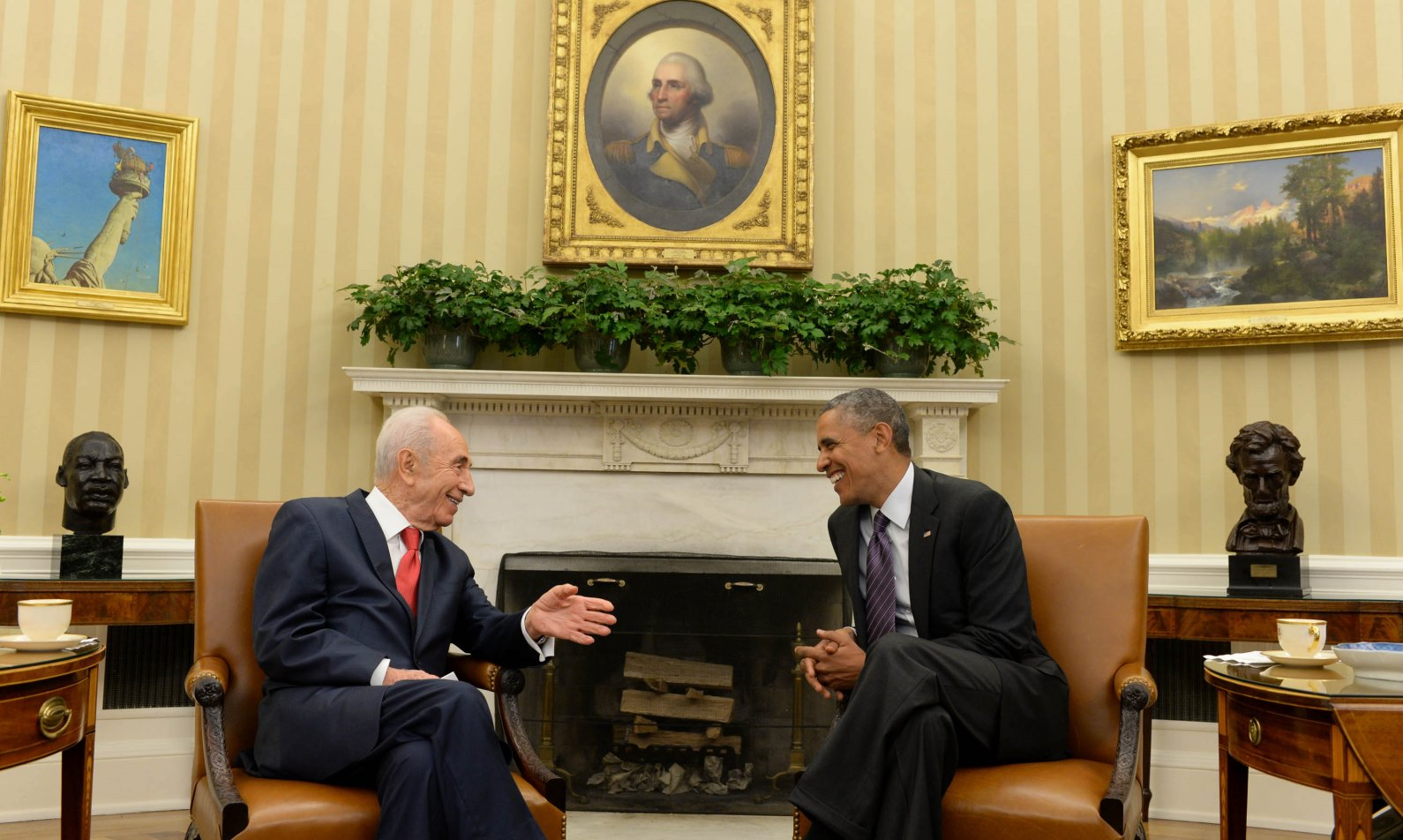 Then Israeli president Shimon Peres meeting with US President Barack Obama in the White House on June 25, 2014. Photo by Kobi Gideon/GPO/FLASH90
