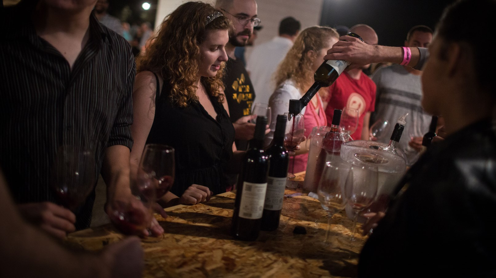 Israelis enjoying the annual Wine Festival at the Israel Museum in Jerusalem, September 6, 2016. Photo by Hadas Parush/FLASH90