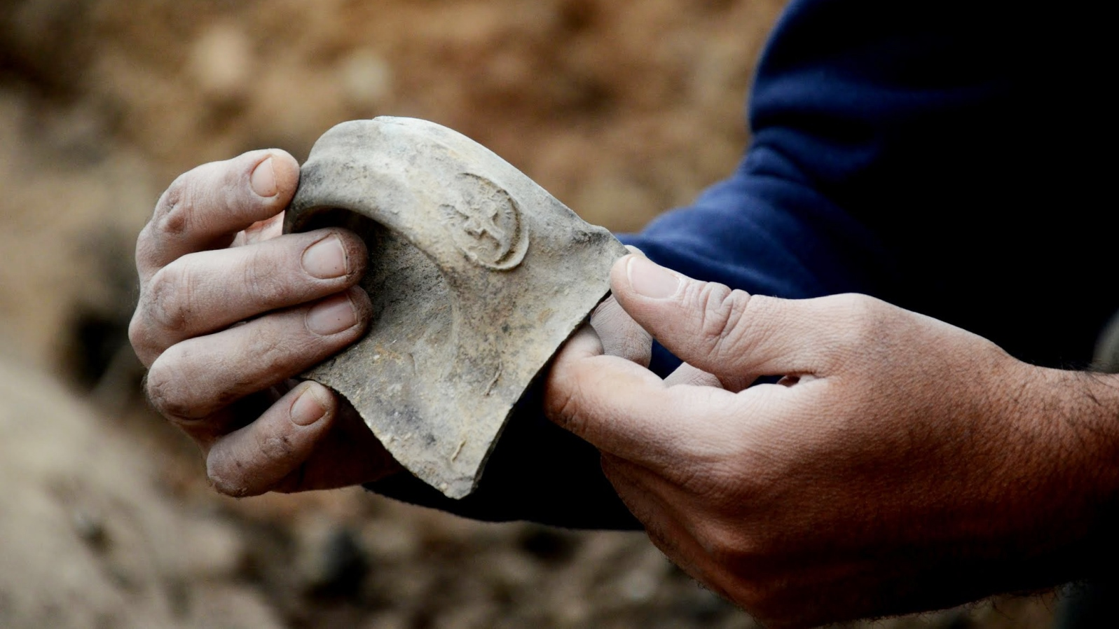A seal inscription on a jar handle found at Tel Lachish. Photo by Yoli Shwartz/Israel Antiquities Authority.