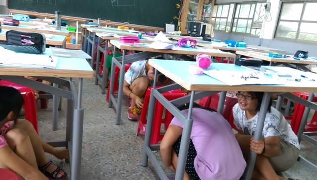 Israeli-designed earthquake-proof tables. Photo via facebook.com/IsraelinTaipei/