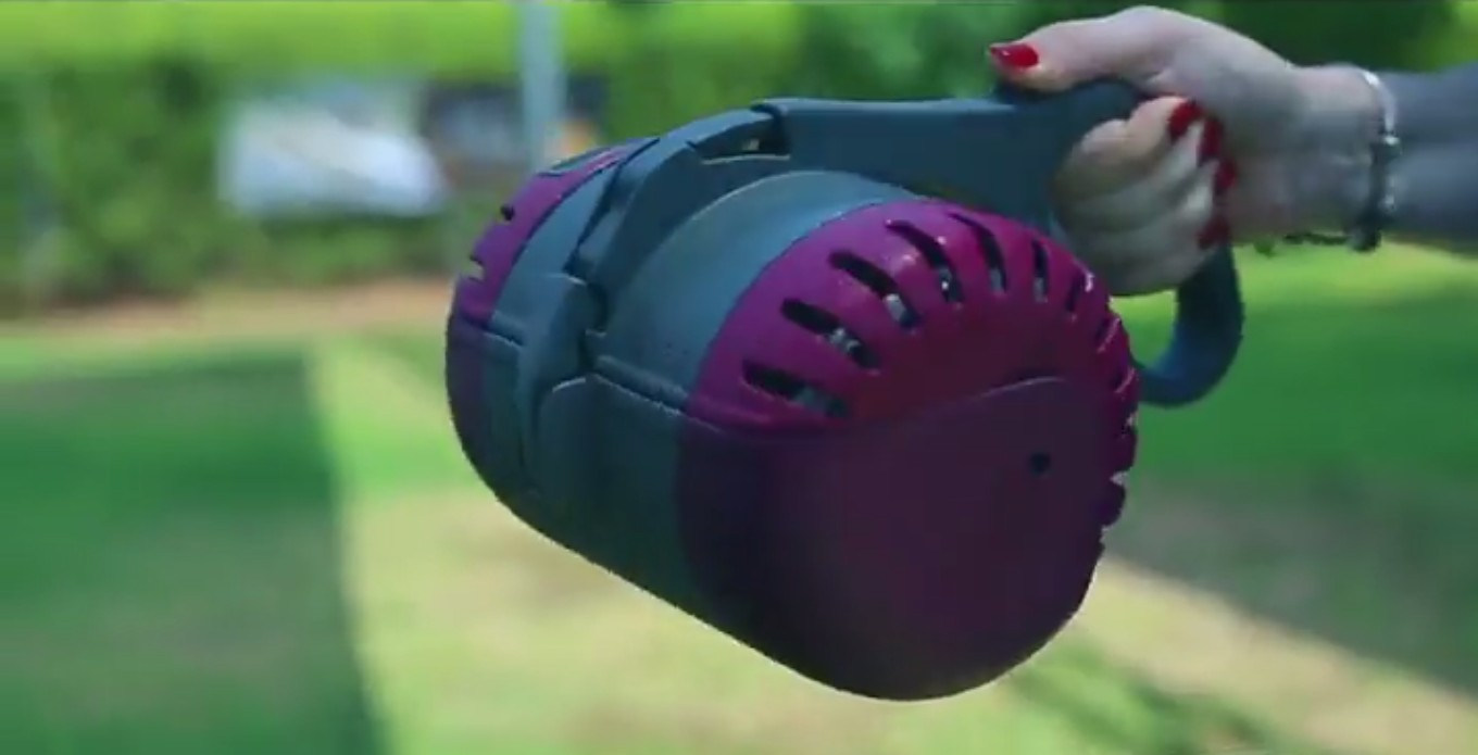 Prototype of the Paulee Cleantec portable waste system for dogs. Photo: screenshot