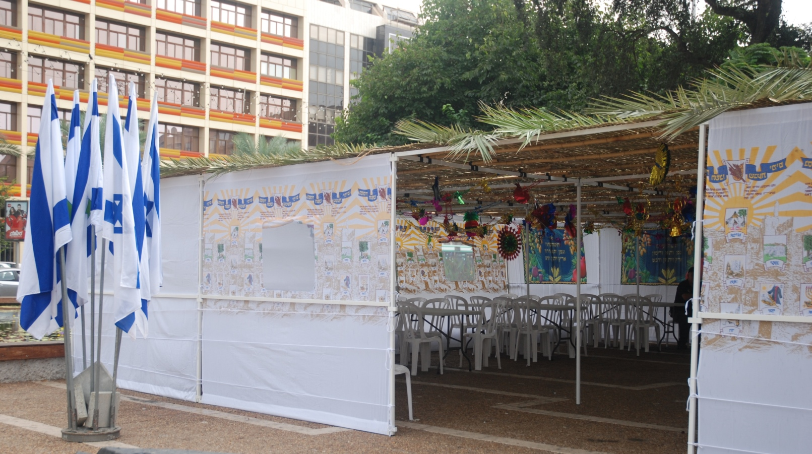 The sukkah in Rabin Square. Photo courtesy of Tel Aviv-Yafo municipality