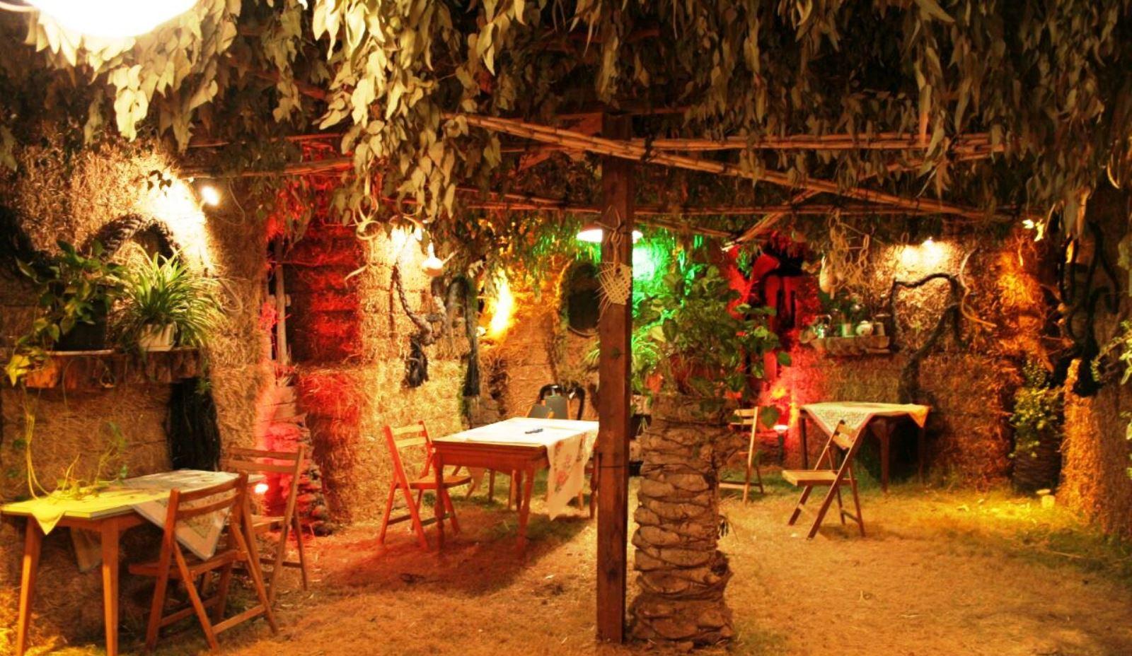 The award-winningstraw-bale sukkah at Kibbutz Tirat Zvi. Photo courtesy of the Tirat Zvi Archive