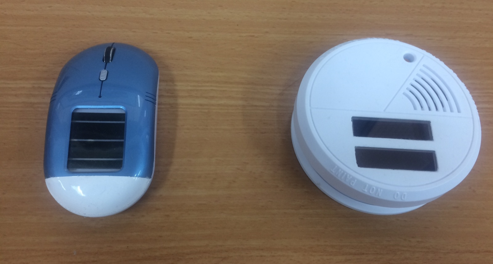 A mouse and a smoke detector fitted with 3GSolar cells. Small batteries are constantly charged by the cells, which need only indoor lighting. Photo: courtesy