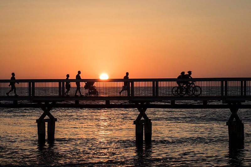 A pedestrian bridge near the Mediterranean coast in Tel Aviv. Photo by Zack Wajsgras/FLASH90