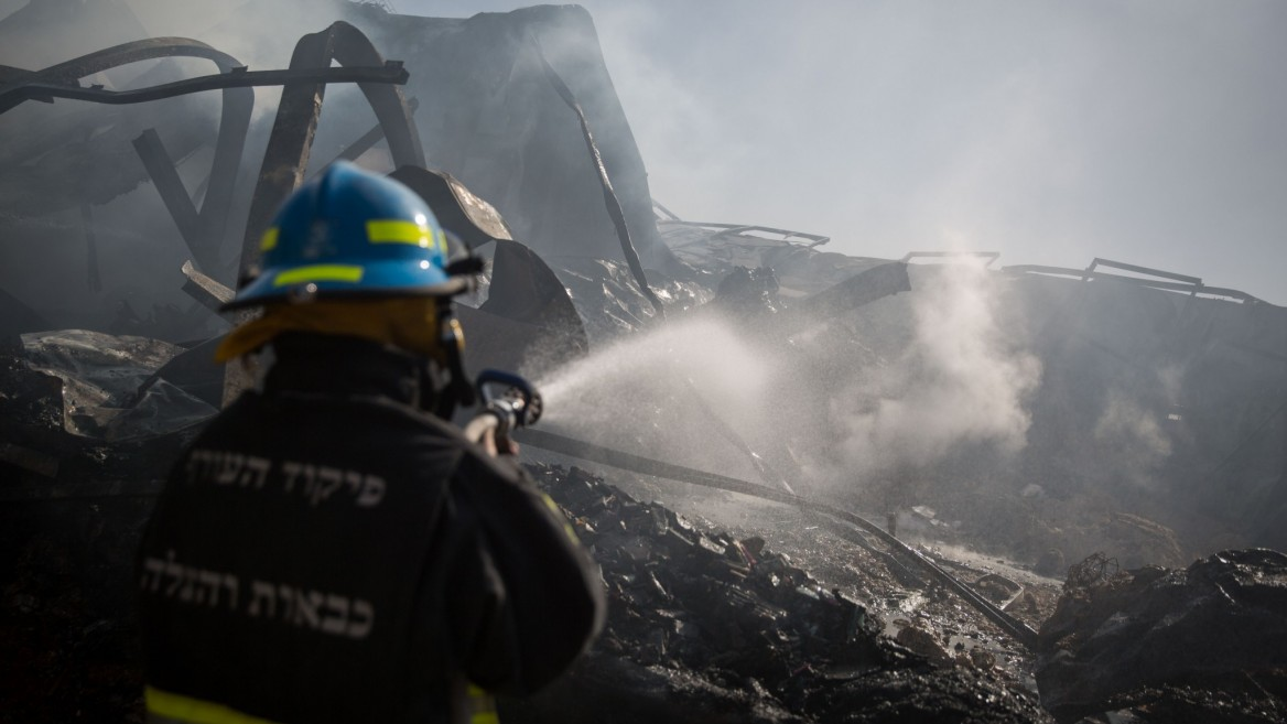 Firefighters work to extinguish a fire in a factory in Beit Meir, west of Jerusalem, on November 25, 2016. Photo by Hadas Parush/FLASH90