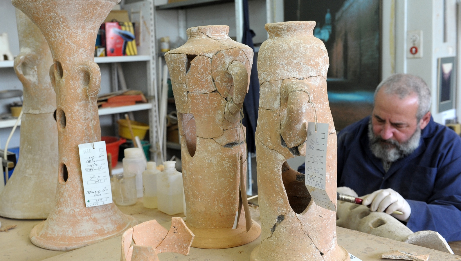 Photo of pottery conservation by Clara Amit.