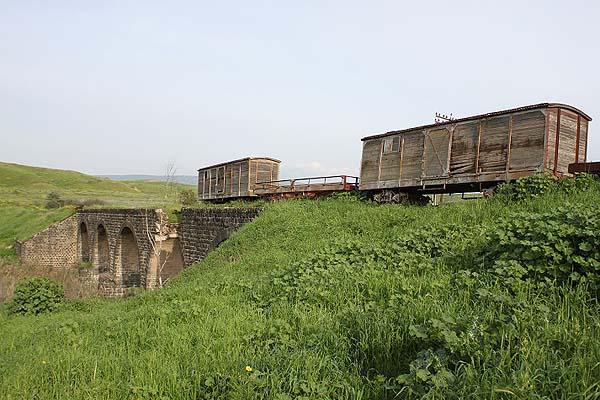 Jisr al-Mejamie Bridge photo via internationalsteam.co.uk