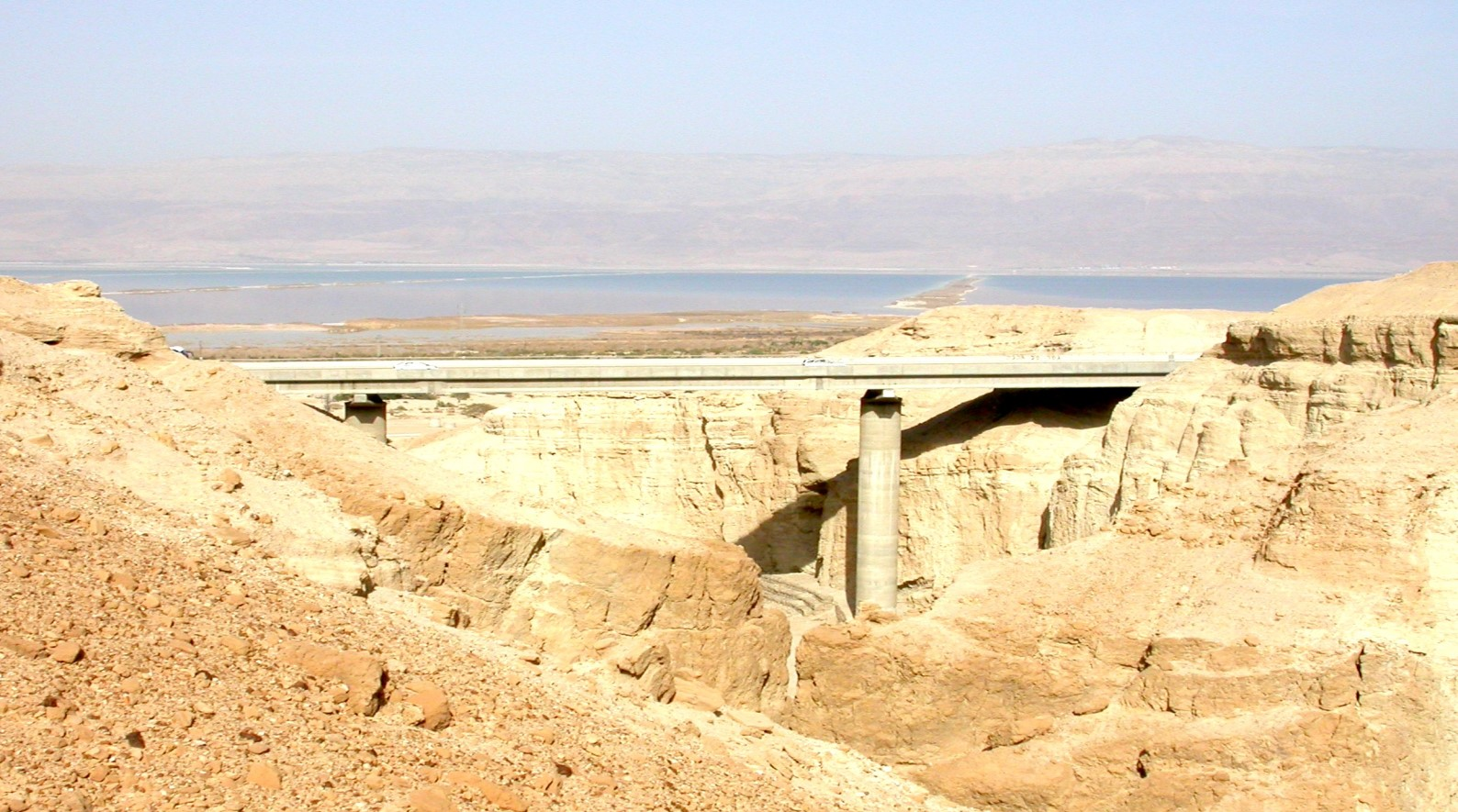 The Zohar Bridge with the Dead Sea in the background. Photo by Izhak Stern/YDE Engineers