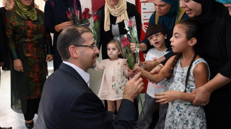 US Ambassador to Israel Dan Shapiro meeting children at BIS Sindian Center in Kalansua.  Photo courtesy of US Embassy in Tel Aviv