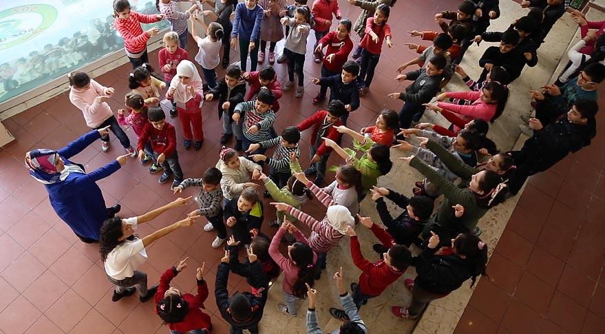 Syrian refugee children and Turkish schoolchildren doing the #iamchild dance routine. Photo courtesy of iamchildproject.com