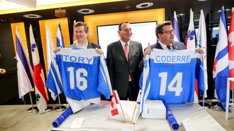 Tel Aviv Mayor Ron Huldai gives Israeli hockey jerseys to Mayor of Montréal Denis Coderre and Mayor of Toronto John Tory in welcoming them to Israel. Photo via twitter.com/MayorOfTelAviv