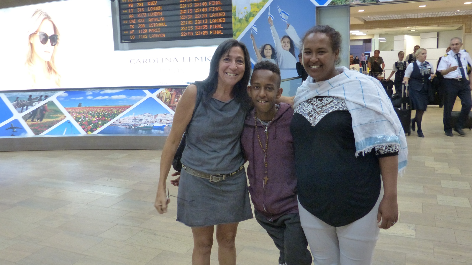 Lori Bacher meeting Nobel and his mom at Ben-Gurion International Airport, September 14, 2016. Photo by Doron Bacher