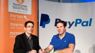 Netta Cohen, BGN Technologies CEO (left), and Matan Parnes, PayPal's General Manager in Israel, sign the agreement at the Nextech Conference at the Gav Yam Negev Advanced Technologies Park in Beersheva. Photo by Dani Machlis/BGU