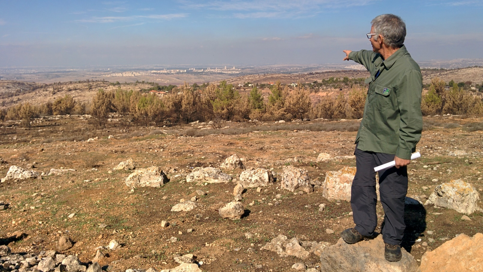 KKL-JNF forest supervisor Chanoch Zoref pointing from Har HaRuach toward Modi'in. Photo by Abigail Klein Leichman