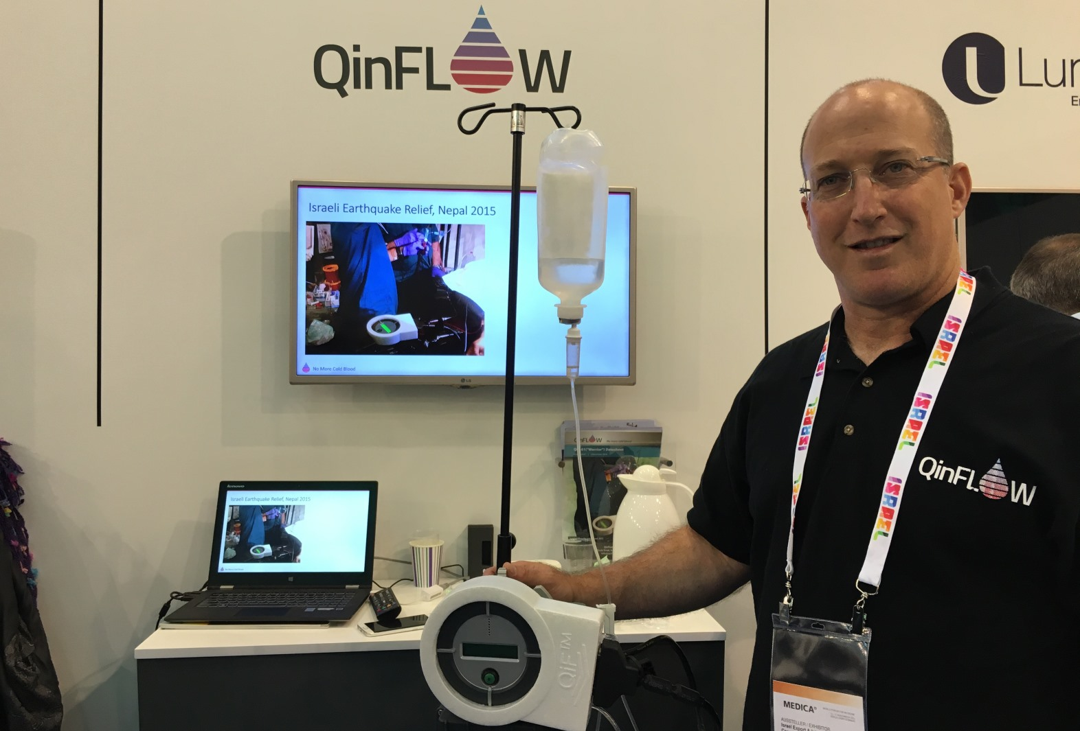 QinFlow's Ariel Katz demonstrating the fluid-warming device at the Medica Conference in Dusseldorf in November 2016. Photo: courtesy