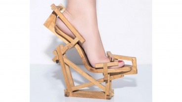 Jenga shoe by Gal Souva.