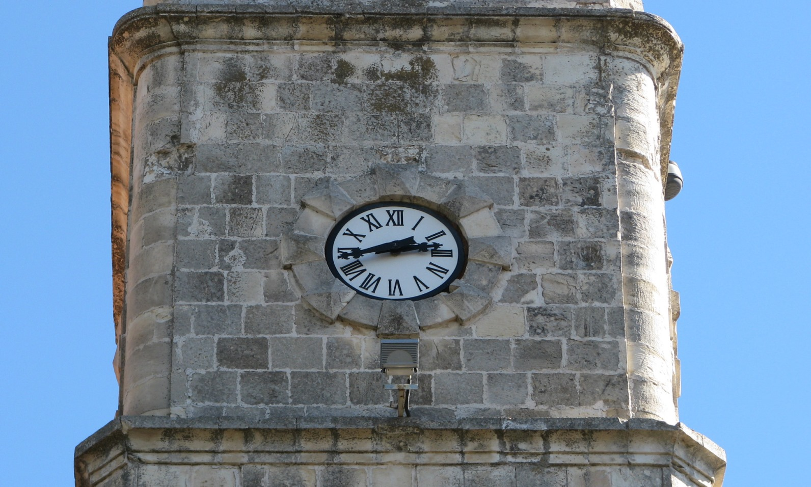 A close-up of the clock on the Safed clock tower. Photo by Herman/Wikimedia Commons