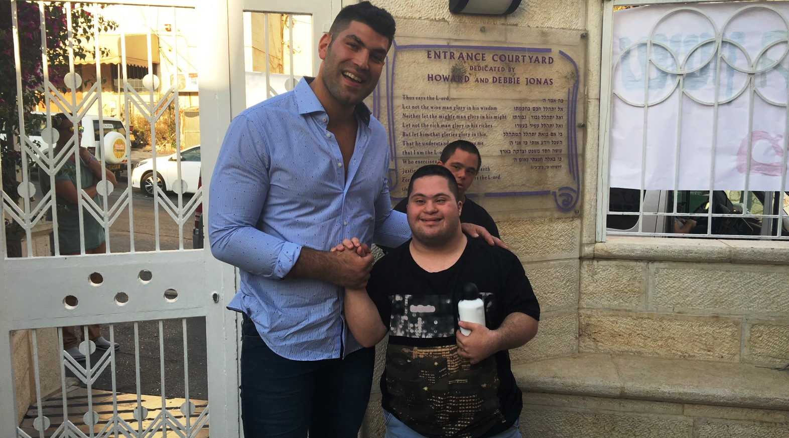 Israeli Olympic judoka Ori Sasson and a new friend from Shalva. Photo: courtesy