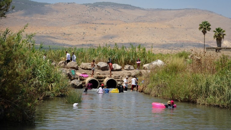 Israelis enjoying the natural pool at Hakibbutzim River in Beit She'an. Photo by Mendy Hechtman/FLASH90