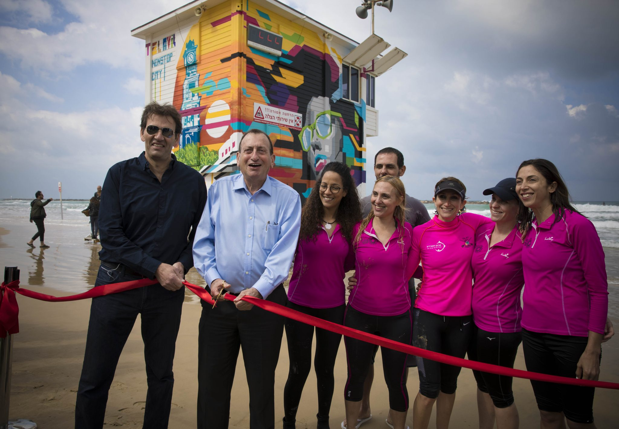 9cf1d7d6c8a Ministry of Tourism Director-General Amir Halevi and Tel Aviv Mayor Ron  Huldai at the ribbon-cutting for the lifeguard tower hotel suite