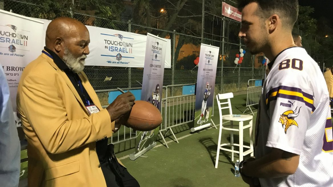 Jim Brown Family >> 18 Pro Football Hall Of Famers Take Israel By Storm Israel21c